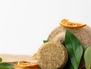 Naravni ajurvedski trdi šampon za suhe in poškodovane lase